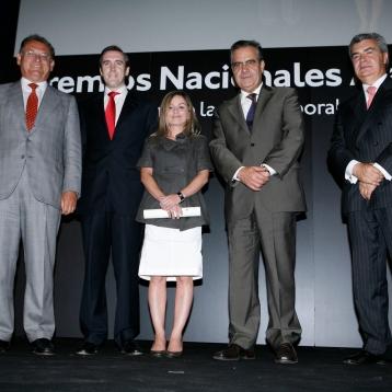 Premios Aalres Alejandra González y Ángel Martínez - Socios fundadores Human Visión junto a Celestino Corbacho ministro de Trabajo e Inmigración
